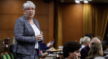 Court hears that former Fisheries Minister kept her top officials and the aquaculture industry in the dark before making her science-deficit decision to shut down salmon farms in BC's Discovery Islands.